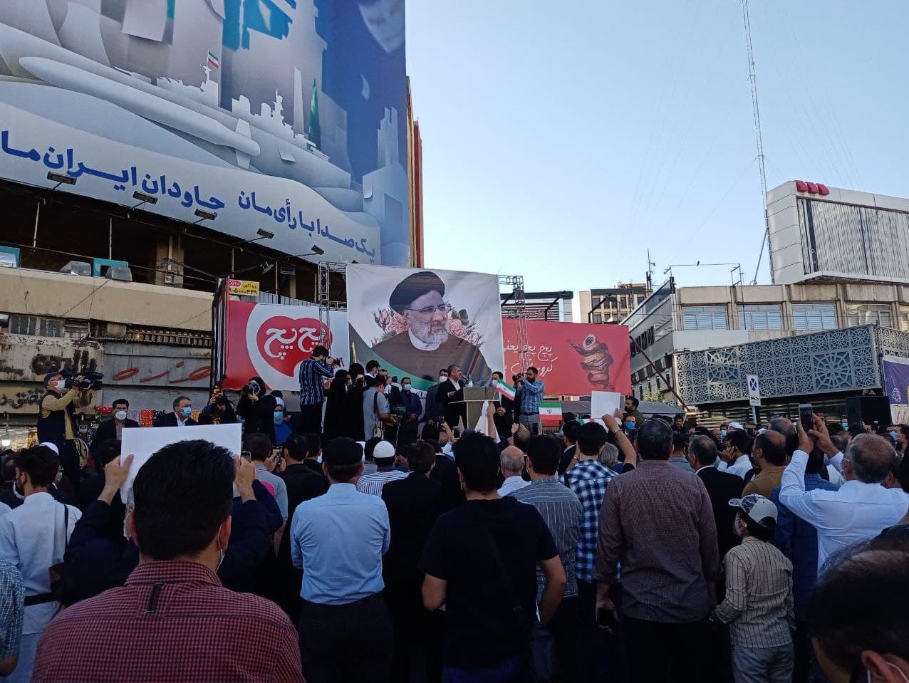 گردهمایی حامیان رئیسی در میدان ولیعصر تهران آغاز شد