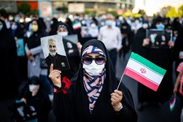 زنده نگهداشتن یاد سردار شهیدسلیمانی در گردهمایی حامیان رئیسی در میدان ولیعصر(عج)