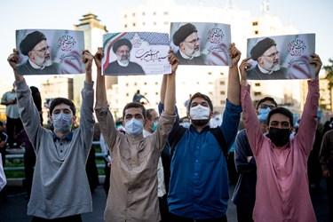 دانشجویان حامی رئیسی در گردهمایی حامیان رئیسی در میدان ولیعصر(عج)