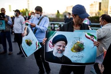 حضور اقشار مختلف مردم در گردهمایی حامیان رئیسی در میدان ولیعصر(عج)