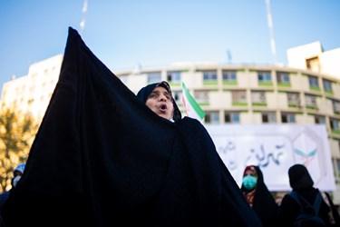 بانوان حامی رئیسی در گردهمایی حامیان رئیسی در میدان ولیعصر(عج)
