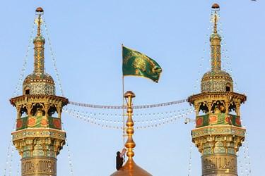 آیین تعویض پرچم بارگاه حرم حضرت معصومه(س)