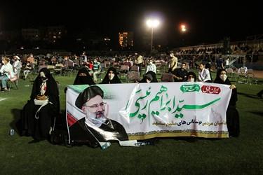 حضور زنان در اجتماع بزرگ حامیان آیت الله رییسی در  ورزشگاه تختی مشهد