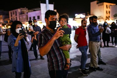 استقبال از تریبون آزاد در میدان انقلاب بندر بوشهر