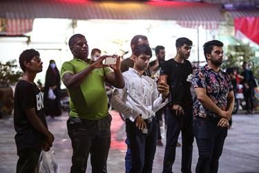 حضور بازاریان در تریبون آزاد در میدان انقلاب بندر بوشهر