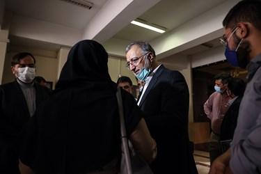 علیرضا زاکانی نامزد انتخابات سیزدهمین دوره انتخابات ریاست جمهوری در پایان نشست با اساتید و دانشجویان در جمع خبرنگاران