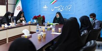نشست فارس| مقایسه مشارکت زنان قبل و بعد از انقلاب در انتخابات/ نگاه قانون اساسی به زنان چگونه است؟