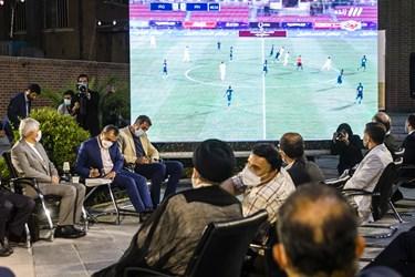 تماشای دیدار فوتبال ایران و عراق در دیدارآیتالله سید ابراهیم رئیسی با ورزشکاران