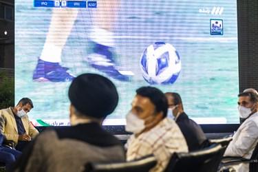 تماشای دیدار فوتبال ایران و عراق در دیدار آیتالله رئیسی با ورزشکاران