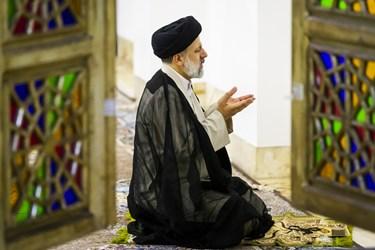 اقامه نماز مغرب و عشا پیش از دیدار آیتالله سید ابراهیم رئیسی با ورزشکاران