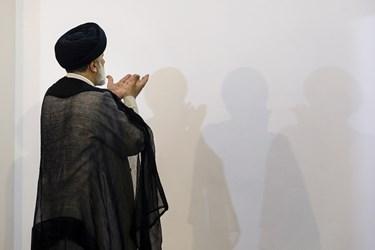 اقامه نماز مغرب و عشا پیش از دیدار آیتالله رئیسی با ورزشکاران