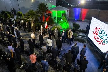 ادای احترام به سورد ملی ایران پیش از آغاز مراسم دیدار آیتالله سید ابراهیم رئیسی با ورزشکاران