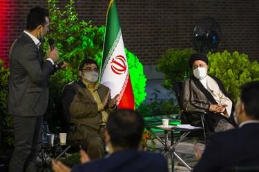 گفتوگوی آرش میر اسماعیلی با  آیتالله سید ابراهیم رئیسی در حاشیه دیدار با ورزشکاران