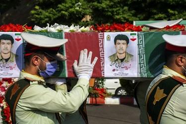 عکس  تشییع پیکر پاک شهید گیلانی تازه تفحص شده دوران دفاع مقدس در رشت