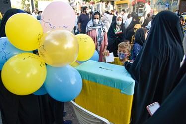 حضور کودکان در جشن خیابانی دهه کرامت در پیاده راه سبزه میدان زنجان