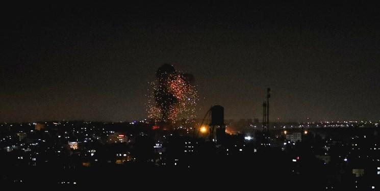 حملات شدید جنگندههای صهیونیستی به مناطق مختلف نوار غزه + فیلم