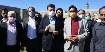 حضور قاضیزاده هاشمی در حرم مطهر رضوی برای شرکت در انتخابات