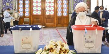 امام جمعه یزد رای خود را به صندوق انداخت