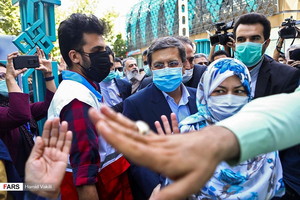 ورود عبدالناصر همتی  به حسینیه ارشاد