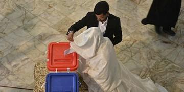فیلم|حضوری متفاوت پای صندوق اخذ رأِی در یزد/انتظار زوج یزدی از رئیس جمهور
