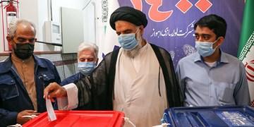 حضور نماینده ولی فقیه در خوزستان پای صندوق رای