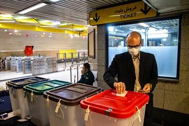 انتخابات ۱۴۰۰    اخذ رای در ایستگاههای مترو