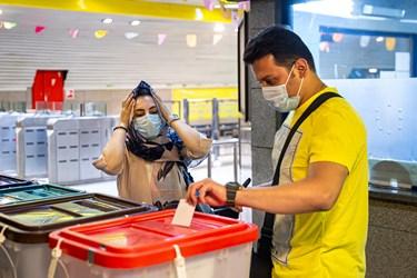 انتخابات 1400 اخذ حضور مردم در پای صندوق های رای مستقر در ایستگاه های مترودر ایستگاه های مترو