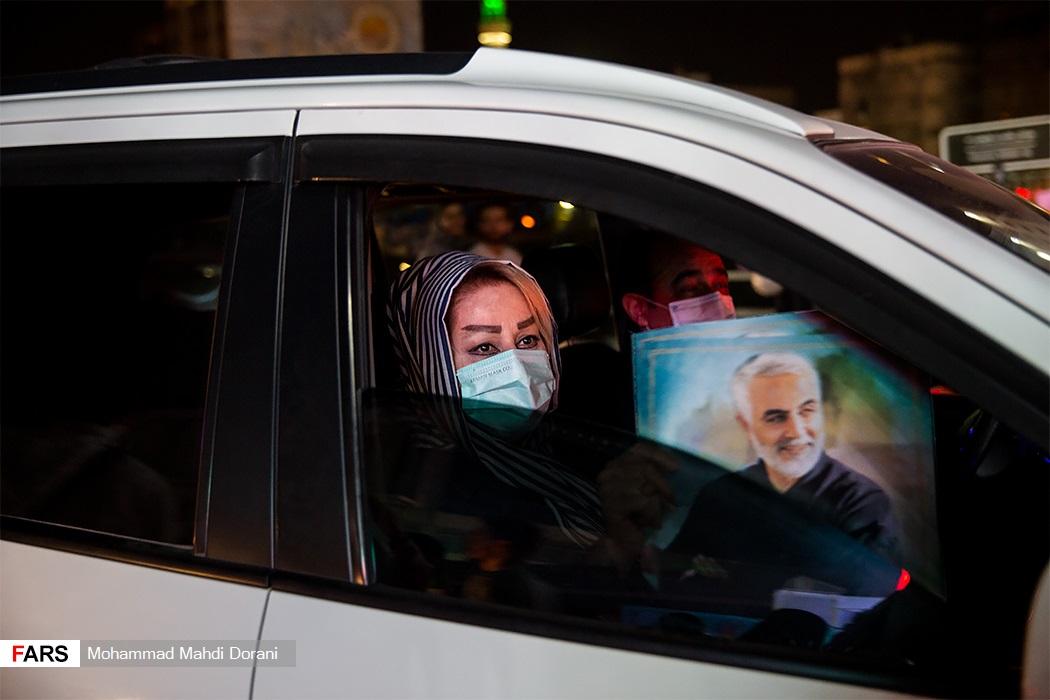 جشن پیروزی هواداران آیتالله رئیسی در میدان ولیعصر تهران
