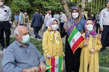 حضور کودکان بههمراه خانوادهها در جشن پیروزی هواداران آیتالله رئیسی در ارومیه