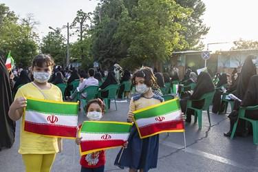 حضور کودکان  در جشن پیروزی هواداران آیتالله رئیسی در ارومیه