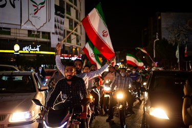 جشن پیروزی هواداران آیتالله رئیسی در میدان ولیعصر(عج)