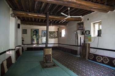 خانقاه شیخ هادی دولاب که به دلیل نبود گاز شهری از بخاری چوپی استفاده میکنند