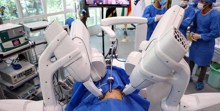 ربات جراحی از راه دور ایرانی در ۳ بیمارستان مستقر شد/ آغاز نوآوری بزرگ در حوزه جراحی در کشور