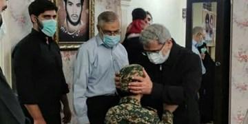 سردار قاآنی با خانواده شهید «حسن عبداللهزاده» دیدار کرد