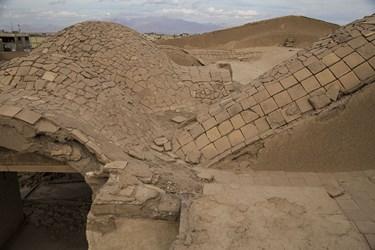 پشت بام در حال تخریب عمارت نواب یزد