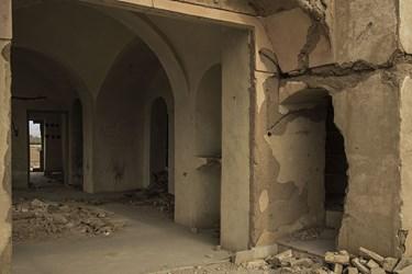 بقایای به جا مانده از فضای داخلی عمارت نواب یزد
