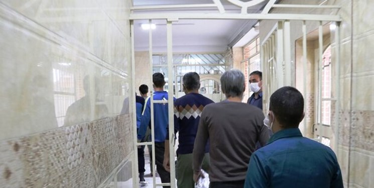 معلم قرآنی که 4 زندانی را آزاد کرد+عکس