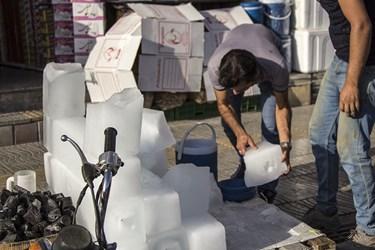 خرید یخ از بازارچه های محلی در مناطق شهر یزد