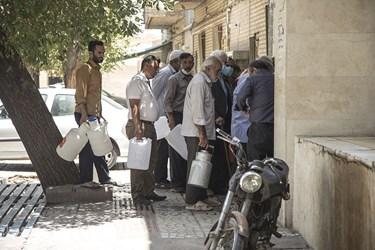گرمای بی سابقه در یزد و هجوم مردم برای تامین آب