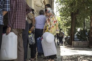 گرمای بی سابقه در یزد و تلاش برای تامین آب