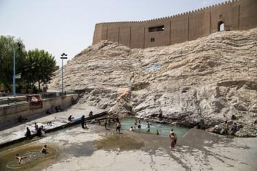 شنا در استخر تاریخی «چشمه علی»