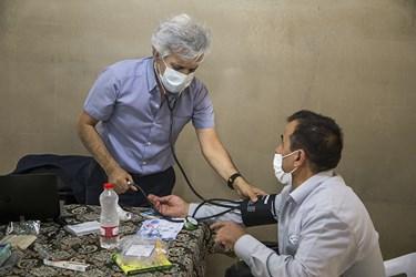 بررسی فشار خون بیمار برای ارجاع به پزشک متخصص