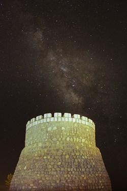کهکشهان راه شیری در قلعه سنگی روستای بنادکوک یزد