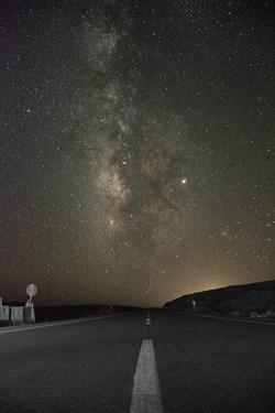 کهکشهان راه شیری درجاده های استان یزد در این عکس سحابی اسب تاریک و صورت فلکی گژدم دیده میشود