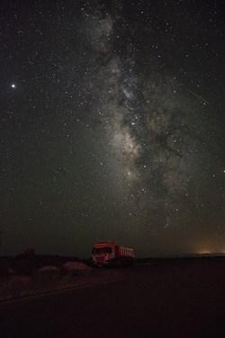 کهکشهان راه شیری در جاده های استان یزد،در این عکس سحابی اسب تاریک و صورت فلکی عقرب دیده میوشد