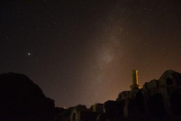 ارگ تاریخی خرانق یزد ک کهکشان راه شیری و مریخ در ان دیده میوشد