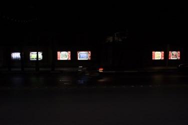 روشن ماندن چراغهای زیبا سازی شهر در اخر شب