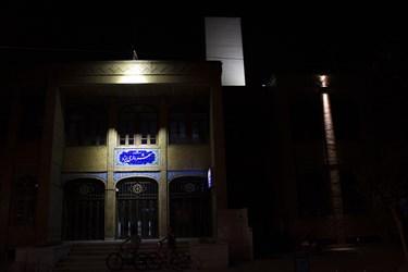 روشن ماندن چراغ های تزینی شهرداری یزد