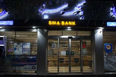 روشن ماندن چراغ های تبلیغاتی و اضافی  بانکها