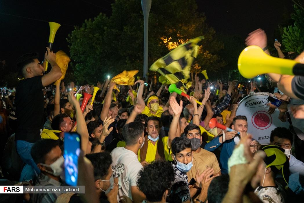 جشن قهرمانی و صعود تیم  «فجر شهید سپاسی»  توسط جمعی از هواداراتش در بلوار چمران شیراز